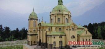 Унікальні паперові копії пам'яток архітектури створює майстер на Львівщині