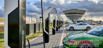 У Німеччині електромобілі почали заряджати безкоштовно