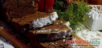 Постимо смачно: пісний шоколадний кекс з вишнею та горіхами