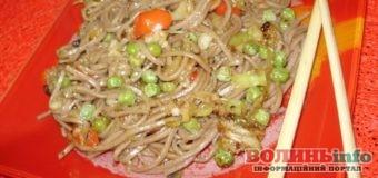 Постимо смачно: гречана локшина з овочами