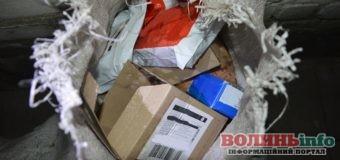На гарячому поліцейські зловили злочинну групу: крадії намагалися винести товару на три мільйони