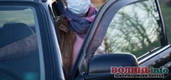 Скільки людей має перебувати в авто і чи потрібна маска – пояснення поліцейських