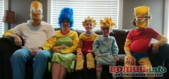 """Креативний карантин: канадська сім'я """"перетворилася"""" на Сімпсонів"""