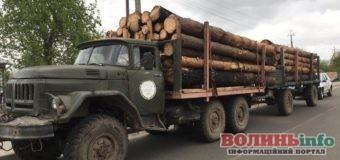 """Три вантажівки з деревиною без документів """"зловили"""" поліціянти на Волині"""