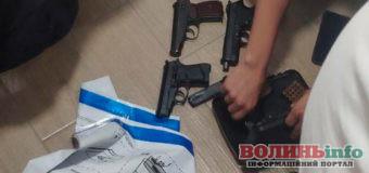 Волинські патрульні виявляють предмети схожі на зброю