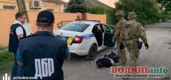 Чотирьох поліцейських затримали за торгівлю наркотиками і вимагання