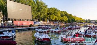 """В Парижі з'явилося """"кіно на воді"""""""