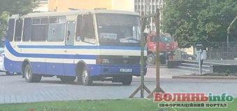 Захоплення автобуса у Луцьку: заручники, зброя, вимоги