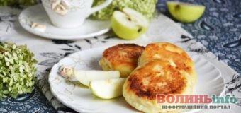Яблучні сирники – ніжний смак яблук та випікання в духовці