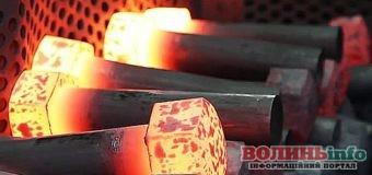 З якої сталі роблять болти та гайки?