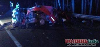 Біля Маневич водій протаранив дві вантажівки і загинув на місці ДТП