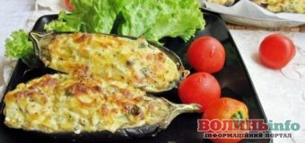 Баклажани з овочами, запечені під сметанним соусом