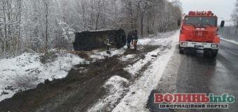 Два авто злетіли у кювет за добу на Волині