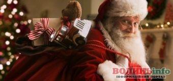 """Санта Клаус """"оселиться"""" у Луцьку – резиденція незабаром розпочне свою роботу"""