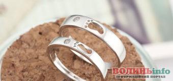 12 річниця шлюбу – нікелеве або шовкове весілля: що подарувати та як привітати?