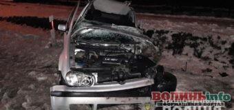 Біля Луцька легковик зіткнувся з автобусом: водія автомобіля вирізали з понівеченого транспортного засобу