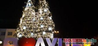 Новорічно-різдвяний Луцьк: хоч і без снігу, проте атмосферно