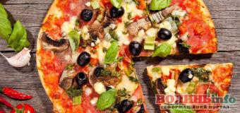 У день піци готуємо піцу: кілька рецептів на будь-який смак