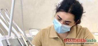 Скандальна рівненська стоматологиня працює без ліцензії