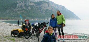 Українські мандрівники на велосипедах продовжили карантинну подорож – до Єгипту