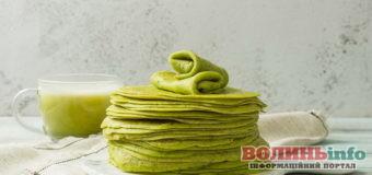 Шпинатні млинці: зелене тісто з солоною чи солодкою начинкою