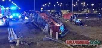Смертельна ДТП: у Польщі потрапив в кювет автобус з українцями, є загиблі. Відомі попередня причина аварії та інформація про стан водіїв та пасажирів