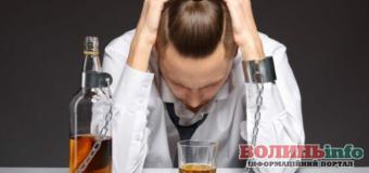 Как можно помочь тем, кто страдает от алкогольной зависимости